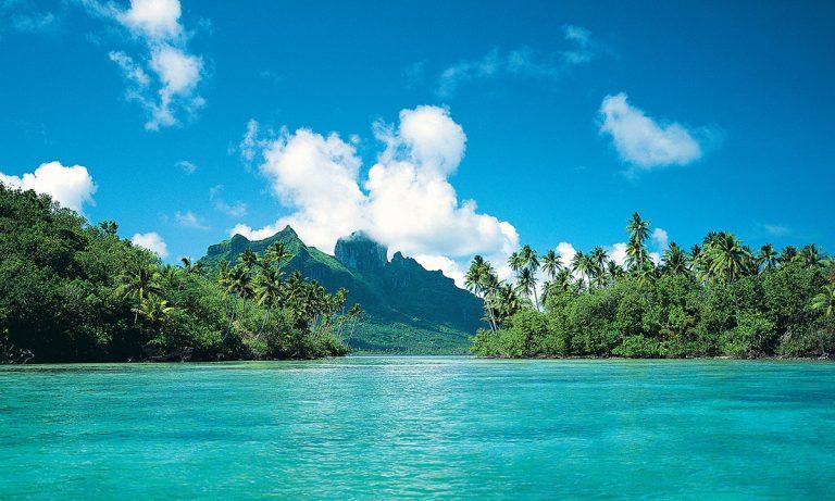 Paul Gaugin cruise at lagoon in Bora Bora